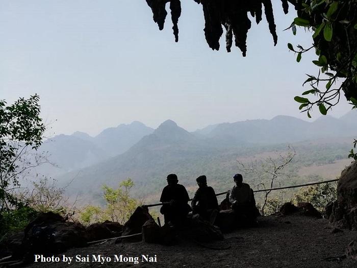 Photo by Sai Myo Mong Nai-ထမ်တင်စန့်အတွင်းမှနေ၍ ဂူအပြင်ဘက်သို့လှမ်းမြင်ရသည့်ပုံ